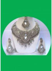 Diamond Necklace Set in White