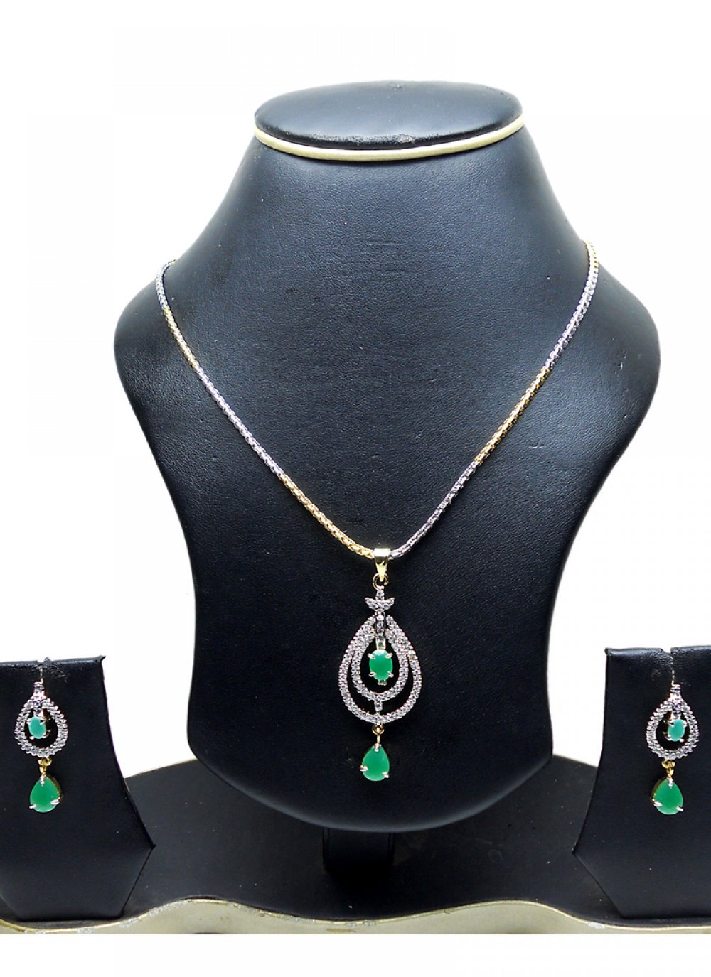 Pendant Set Diamond in Gold and Silver