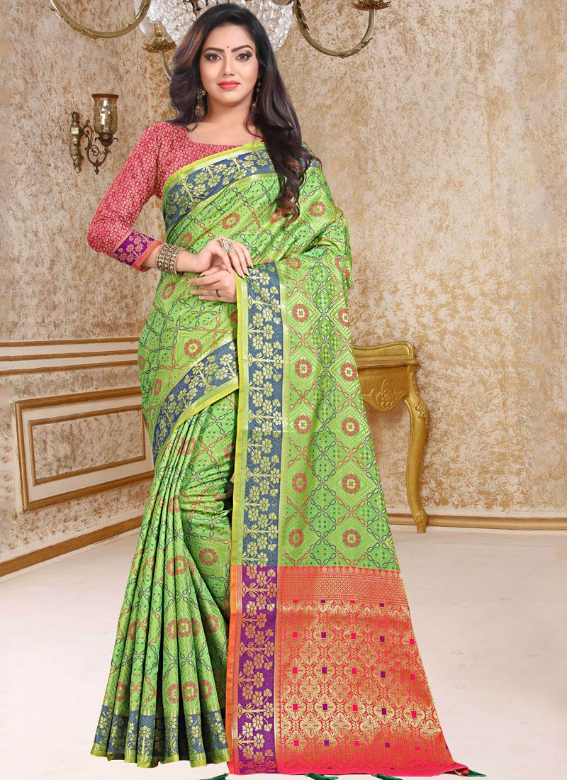 Classic Designer Saree Weaving Patola Silk  in Green