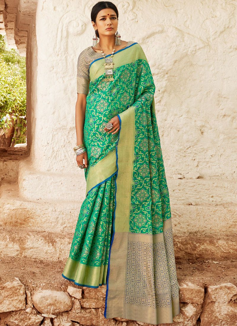 Green Abstract Print Classic Saree
