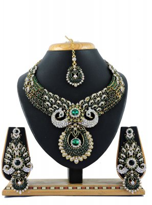 Green Color Necklace Set