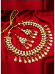 Katha Necklace Set in Gold
