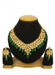 Kundan Necklace Set in Gold