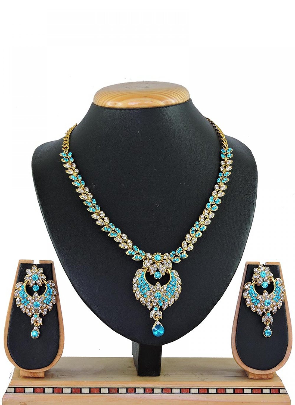 Necklace Set Stone Work in Firozi