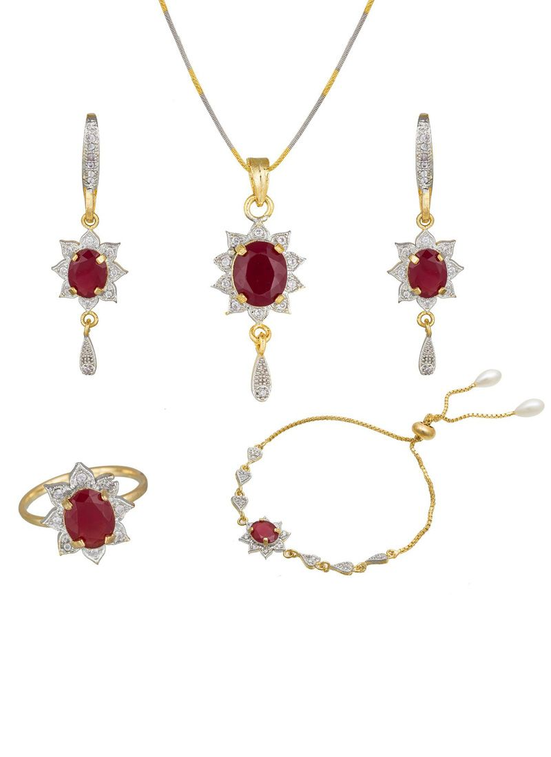 Stone Work Pendant Set in Gold