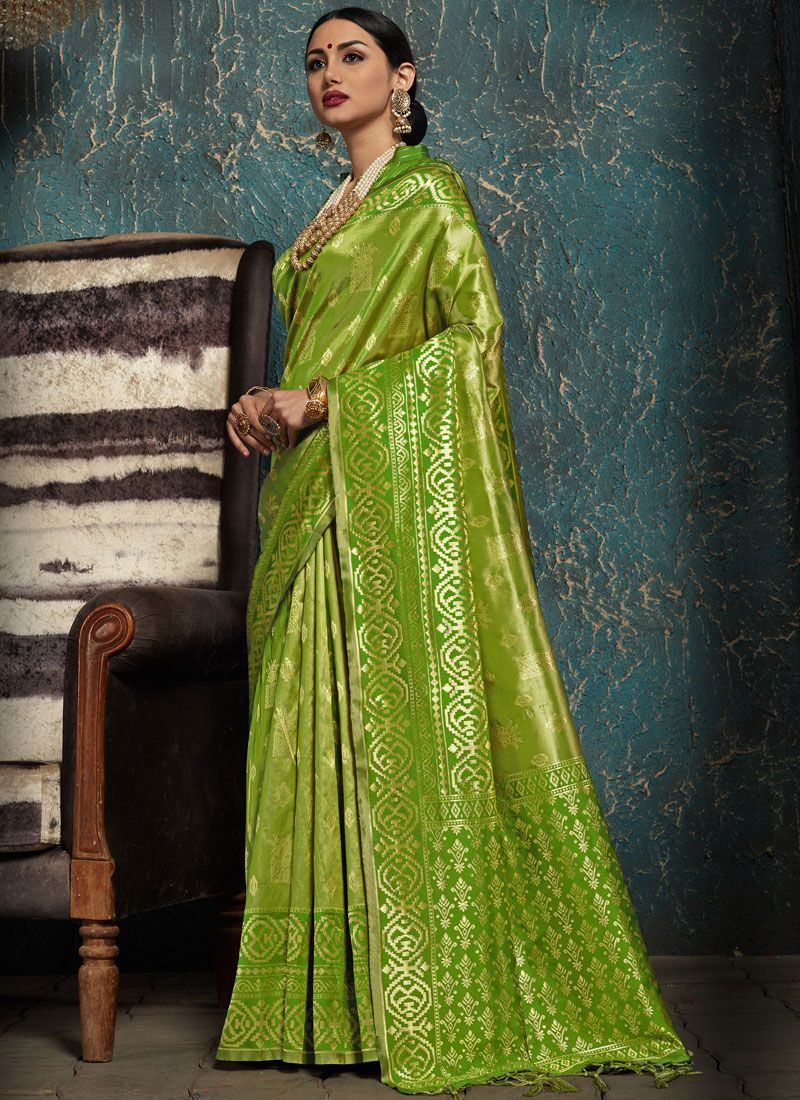 Weaving Green Kanchipuram Silk Traditional Saree