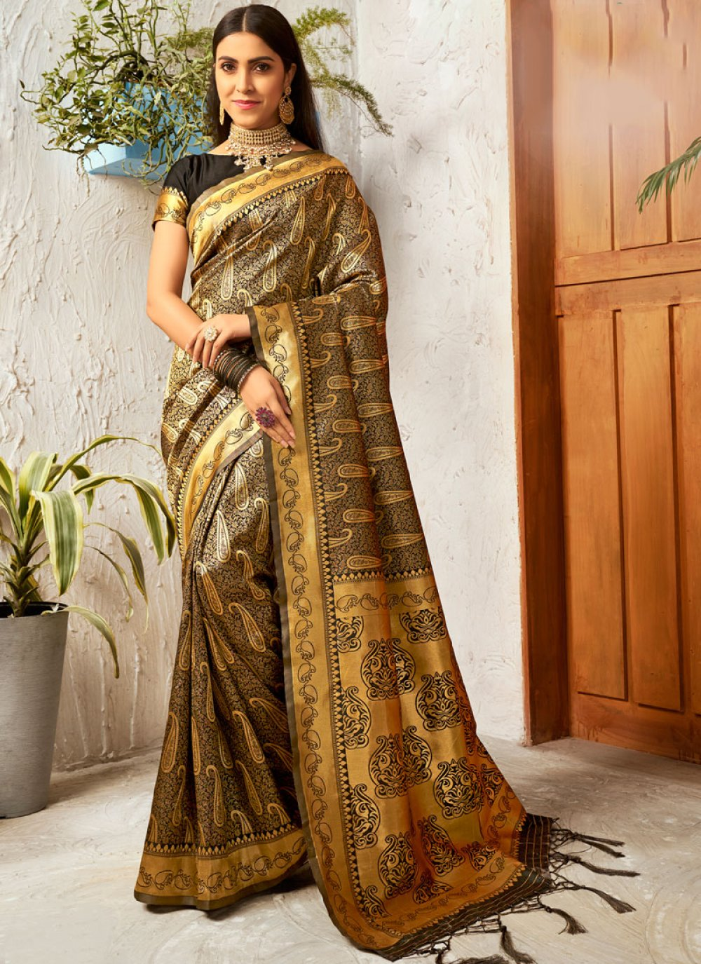 Weaving Silk Traditional Saree in Black and Gold