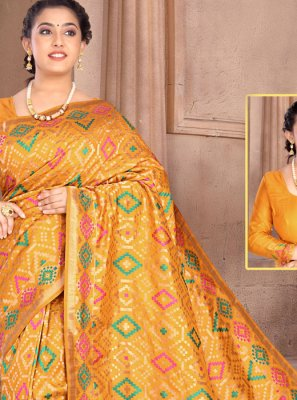 Classic Saree Weaving Silk in Yellow