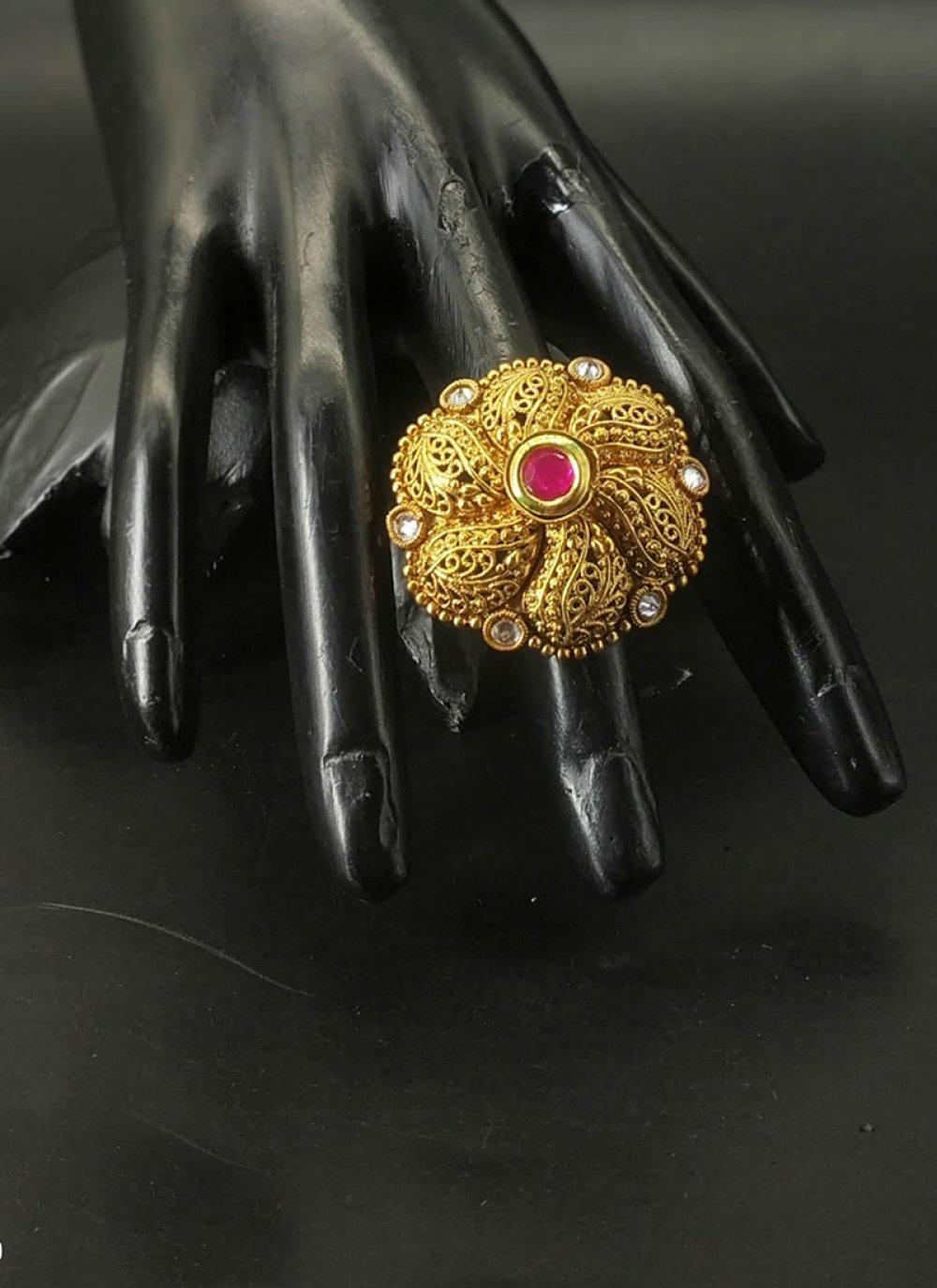 Finger Ring Stone Work in Gold
