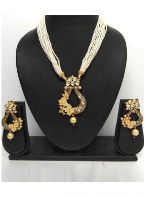 Gold Stone Work Mehndi Necklace Set