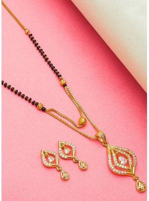 Mangalsutra Stone Work in Gold