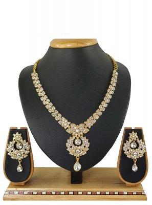 Off White Color Necklace Set