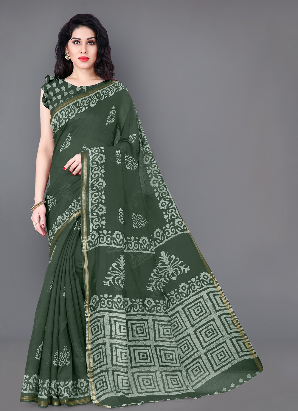 Printed Cotton Classic Saree in Green