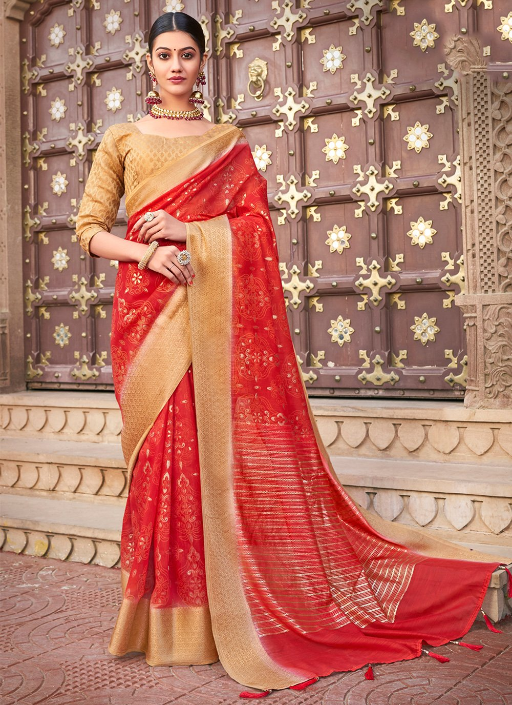 Red Abstract Print Cotton Silk Trendy Saree