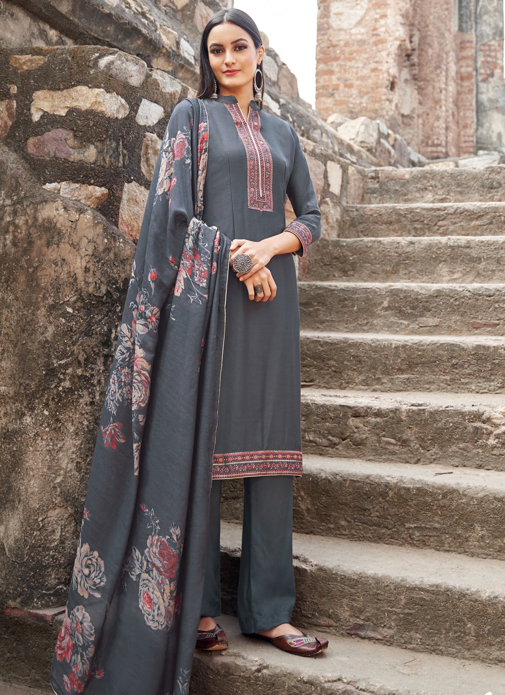 Salwar Kameez Embroidered Muslin in Grey