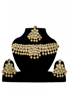 Stone Work Jewellery Set in Gold