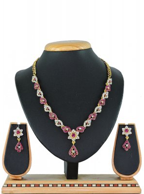 Stone Work Necklace Set in Rani