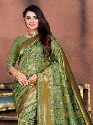 Traditional Saree Weaving Silk in Green