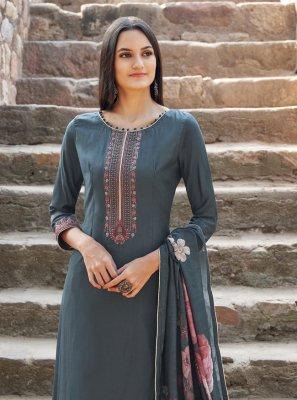 Trendy Salwar Kameez For Mehndi
