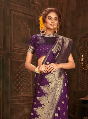 Weaving Banarasi Silk Classic Saree in Purple