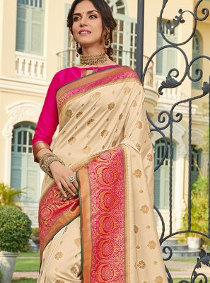 Weaving Engagement Classic Saree