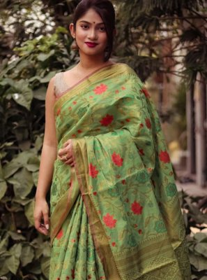 Weaving Silk Classic Saree in Green
