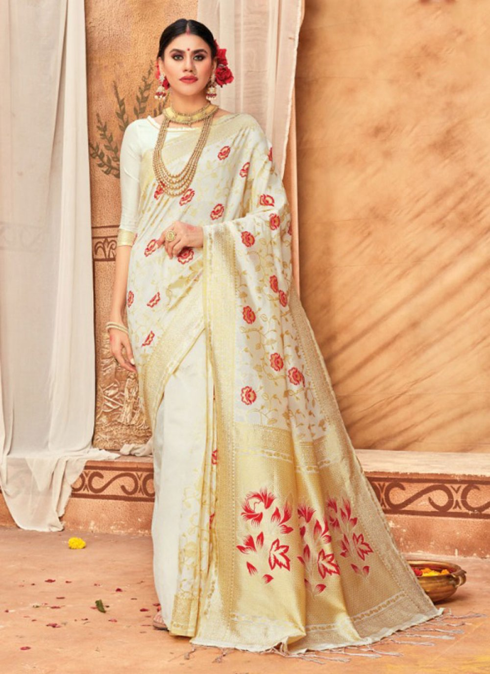 Weaving Silk Cream Traditional Saree