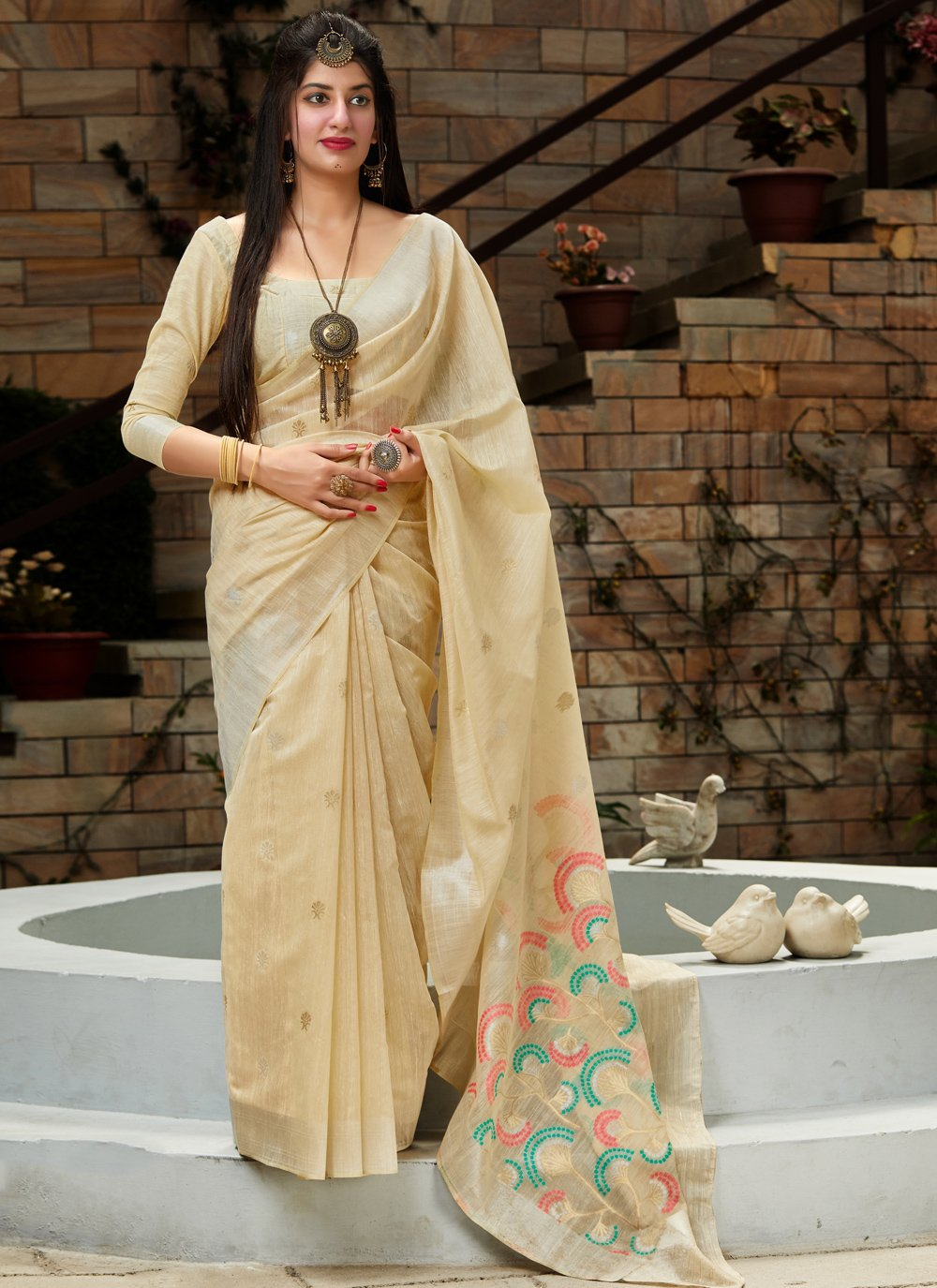 Weaving Silk Traditional Saree in Cream