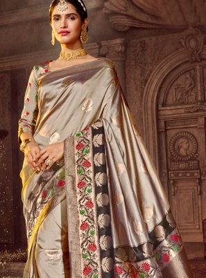 Weaving Silver Silk Saree