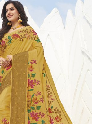 Weaving Trendy Saree