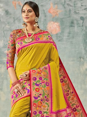 Weaving Wedding Classic Saree