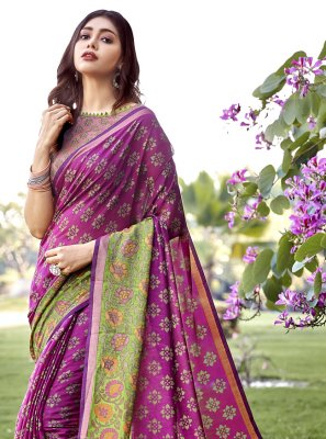 Brasso Traditional Saree in Magenta