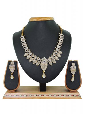 Gold and White Color Necklace Set