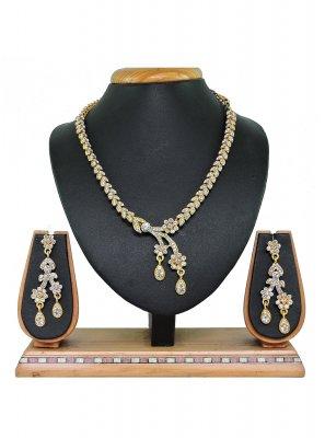 Gold and White Mehndi Necklace Set