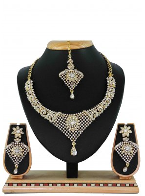 Gold Stone Work Ceremonial Necklace Set