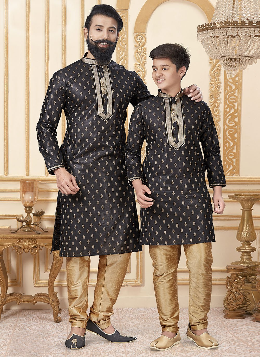 Kurta Pyjama Butta Jacquard Silk in Black