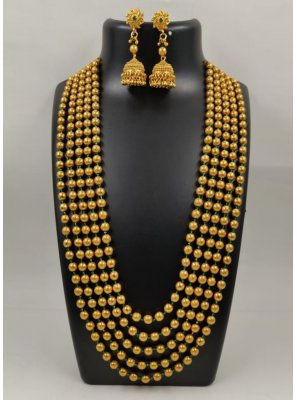 Moti Necklace Set in Gold