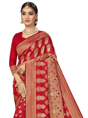 Traditional Saree Weaving Banarasi Silk in Red