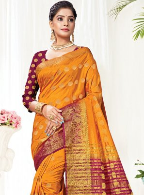 Traditional Saree Woven Silk in Gold