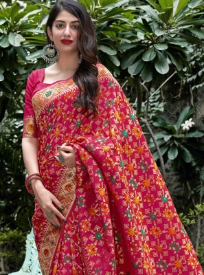 Weaving Magenta Traditional Saree